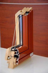 Sezione di finestra legno pvc